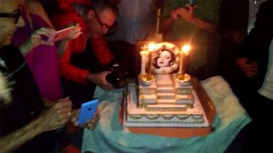 holly-woodlawn-birthday-cake